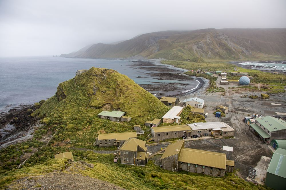 Macquarie Island station, established in 1948, sits on an isthmus at the northern end of the island.